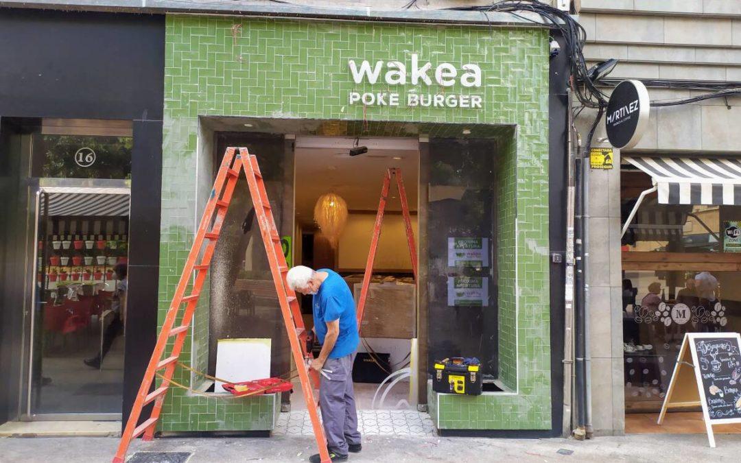 Surarte rotula el primer Wakea Poke Burger de Murcia